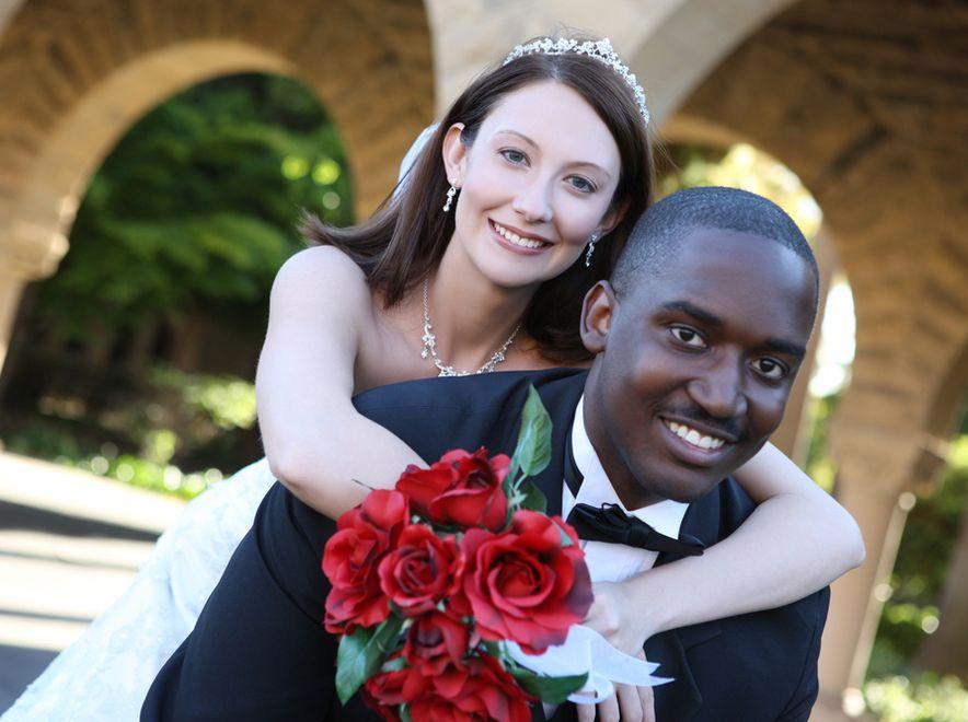 Obcokrajowcy żenią się z Polkami dla legalizacji pobytu