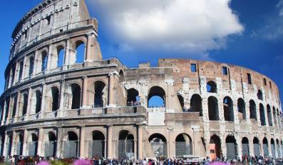 Trzy rzymskie zabytki, w tym Koloseum, uszkodzone przez wandali