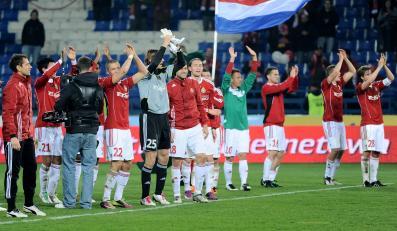 Piłkarze Wisły cieszą się po zwycięstwie w meczu z GKS Bełchatów