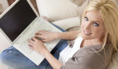 Kobiety częściej niż mężczyźni uzależnieni od internetu