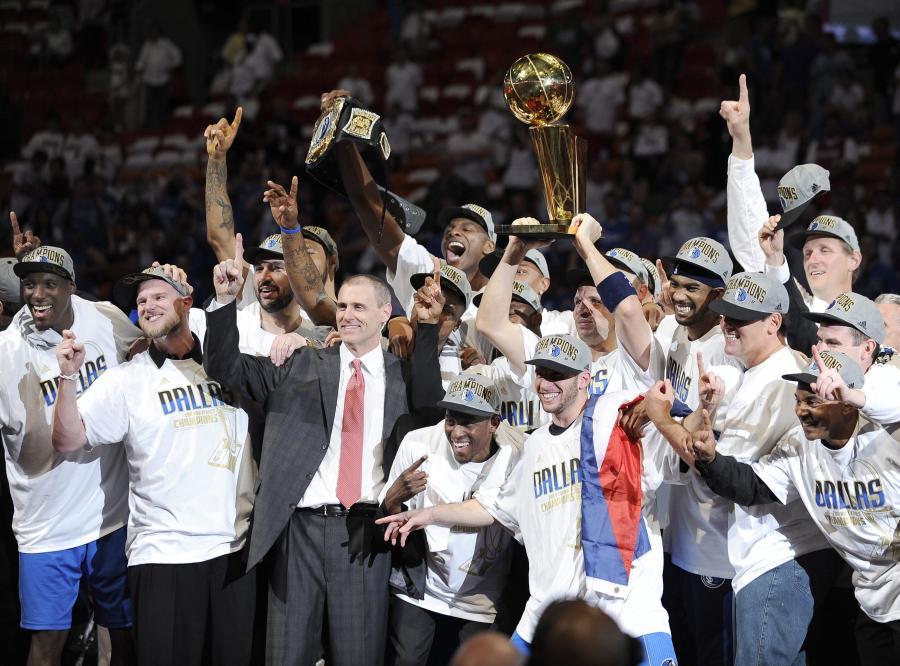 Koszykarze z Dallas ciesza się ze zdobycia mistrzostwa ligi NBA