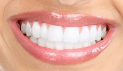 Jak profesjonalnie wybielić zęby?
