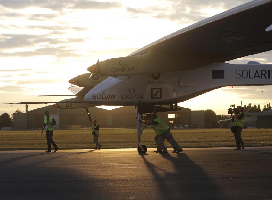 Pierwszy samolot na energię słoneczną - Solar Impulse - wylądował w Paryżu