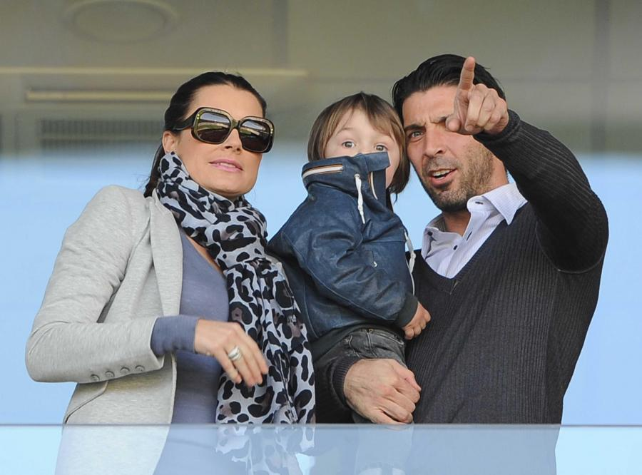Buffon z żoną i dzieckiem