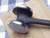 Sprzęty kuchenne w rodzaju zestawu noży, garnków czy maszynki do mielenia mięsa także lepiej sobie podarować...