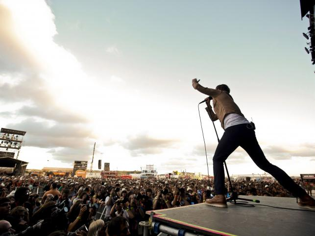 Wokalista Kaiser Chiefs, Ricky Wilson na Optimus Alive w Alges, Portugalia