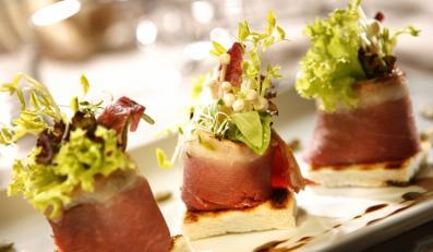Wędzona pierś z gęsi będzie hitem w menu na letnie przyjęcie.