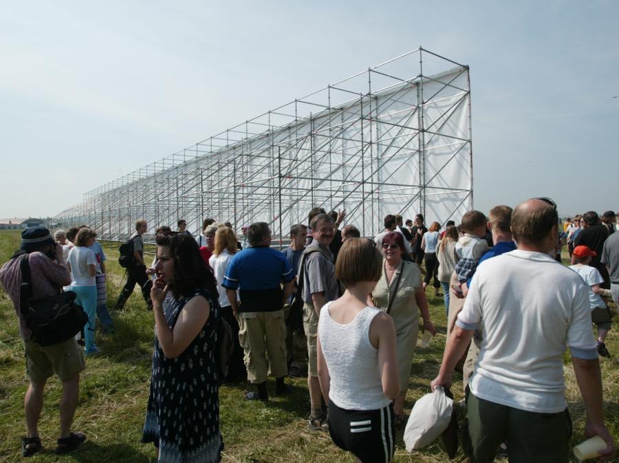 Tysiące prażan przybyło w dniu otwarcia na podmiejską łąkę
