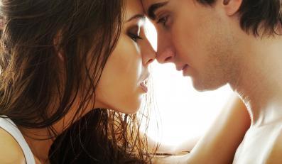 Szczęśliwi małżonkowie mają niższe ciśnienie krwi niż osoby samotne
