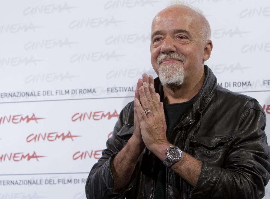 Paulo Coelho - ur. 24 sierpnia 1947 w Rio de Janeiro, brazylijski pisarz i poeta