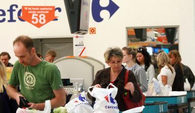 Carrefour przestanie rozdawać torby za darmo