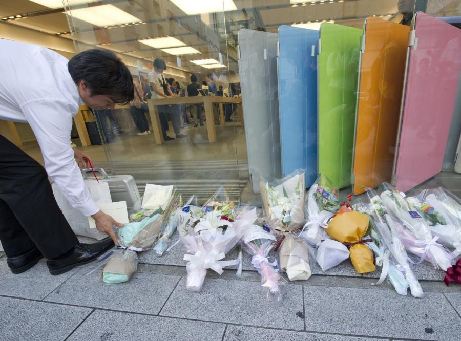 Japończycy składają hołd zmarłemu Jobsowi w Tokio