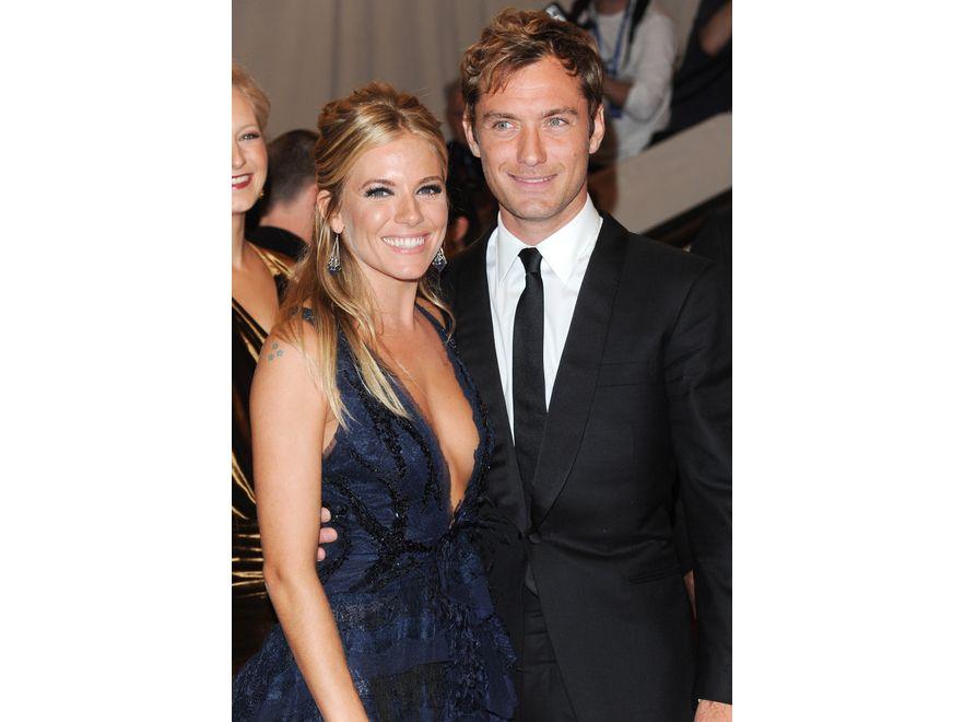 Z nianią, Daisy Wright, Jude Law zdradził również kolejną partnerkę, powszechnie uważaną za miłość jego życia – aktorkę Siennę Miller, z którą był zaręczony. Wright opowiedziała wszystko prasie, a zaręczyny zostały zerwane