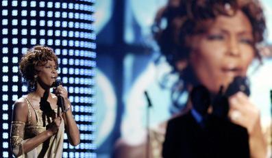 Whitney Huston w 2004 roku pdczas występu na World Music Awards