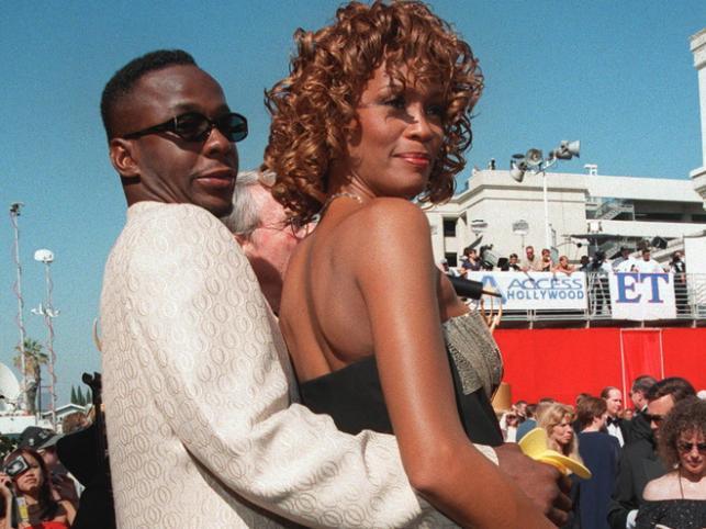 """Whitney Houston i Bobby Brown. Na wieść o śmierci byłej żony raper wyznał podczas koncertu: """"Kocham cię, Whitney"""""""