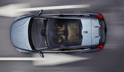 Volvo V40 ze szklanym dachem