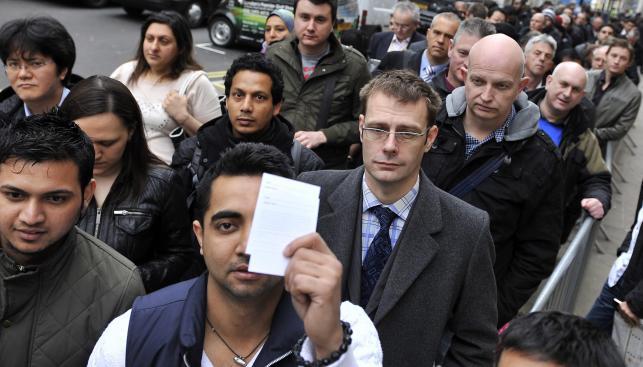 Ludzie czekają na iPada