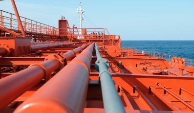 Port naftowy, zdjęcie ilustracyjne