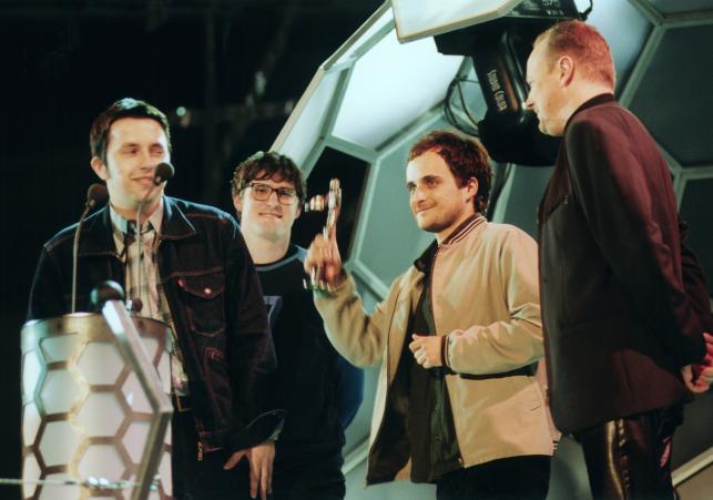 Fryderyki 2000 –muzycy z Mysłowic odbierają dwie pierwsze z siedmiu statuetek, jakie otrzymali w swojej karierze
