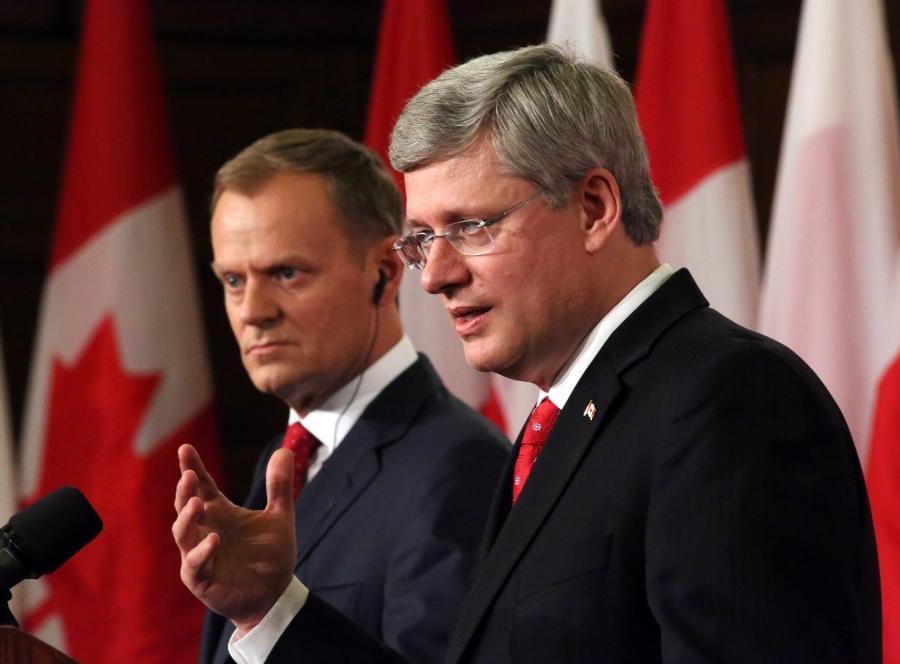 Premier Polski Donald Tusk i szef rządu Kanady Stephen Harper