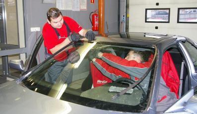 Naprawa szyby samochodowej