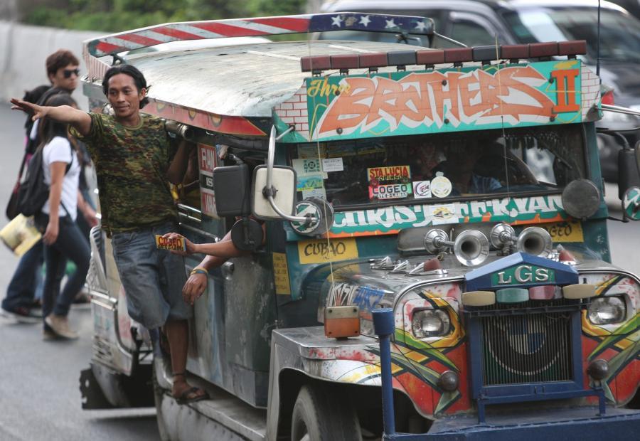 """Filipiński minibus """"Jeepney"""""""