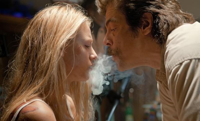 """Blake Lively i Benicio del Toro w filmie """"Savages: ponad bezprawiem"""""""