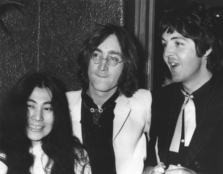 John Lennon, Paul McCartney i Yoko Ono (1968)