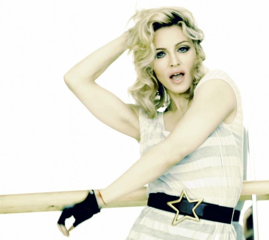 """Madonna na zdjęciu z sesji do albumu """"Hard Candy"""" (2008)"""