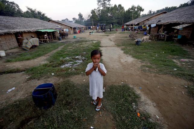 Dzieci w obozie dla uchodźców w zachodniej Birmie
