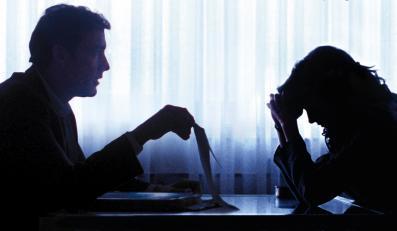 "Andrea Riseborough i Clive Owen w filmie ""Kryptonim: Shadow Dancer"""