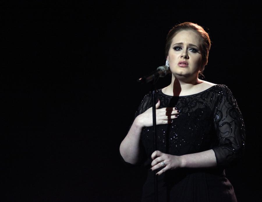 Adele prześcignęła Oasis na listach przebojów