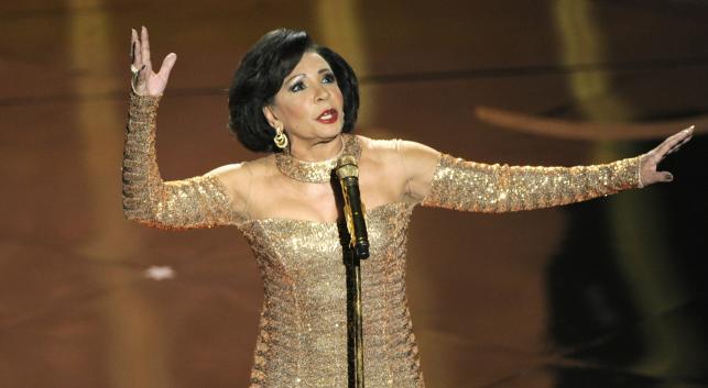 Shirley Bassey podczas występu na gali Oscarów