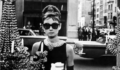 """Królowa małej czarnej: Audrey Hepburn w """"Śniadaniu u Tiffany'ego"""""""
