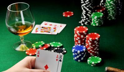 W pokera nie zagrasz. Nawet z kolegami