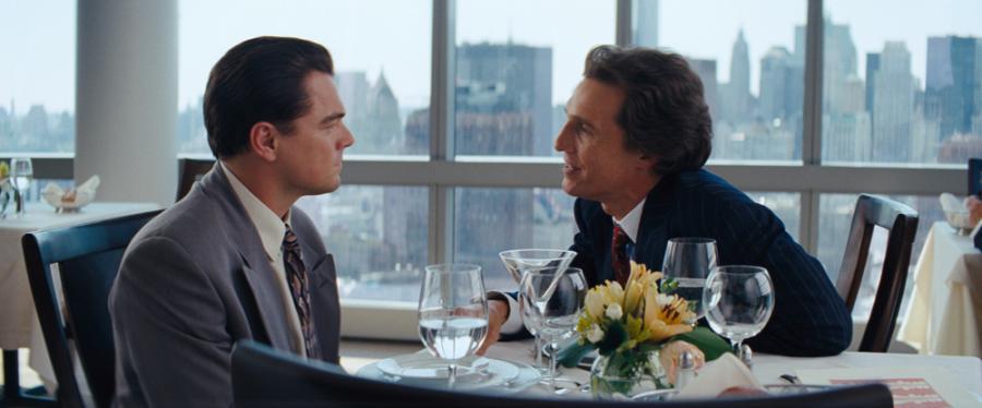"""Leonardo DiCaprio i Matthew McConaughey w filmie """"Wilk z Wall Street"""""""