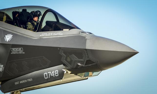 F-35 przegrałby walkę z F-16... Opublikowano wyniki testów