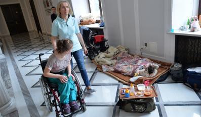 Rodzice niepełnosprawnych dzieci protestują w Sejmie
