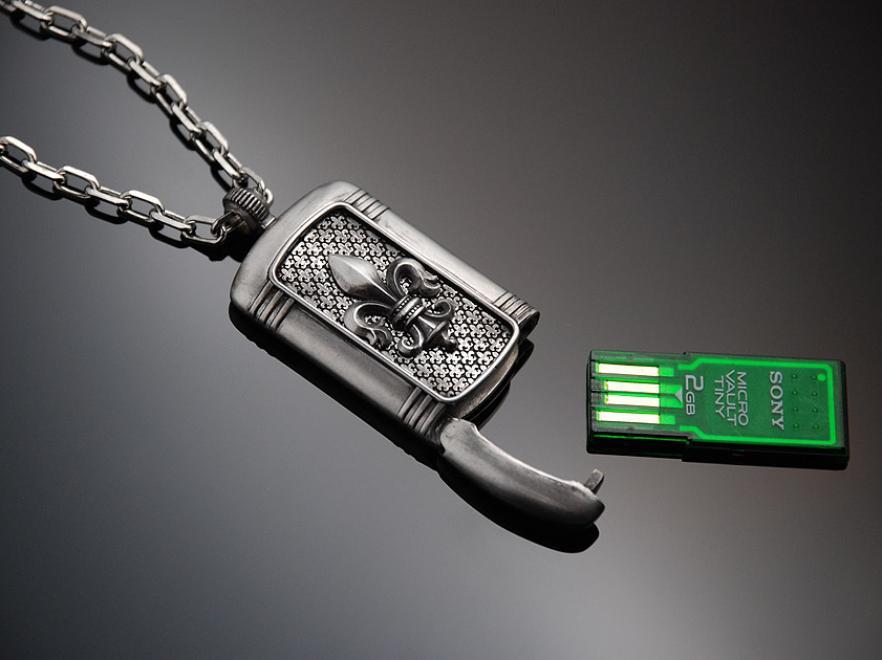 Pamięć USB w nieśmiertelniku na trudne chwile