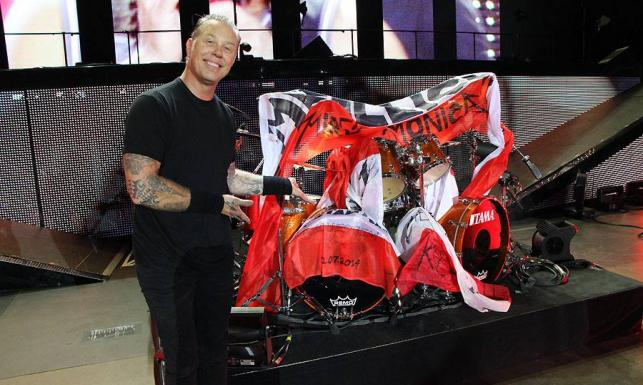 Metallica w ramionach polskich fanek – zobacz!