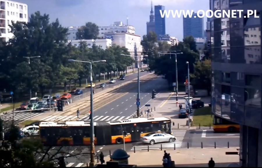 Warszawa - zderzenie mercedesa i autobusów