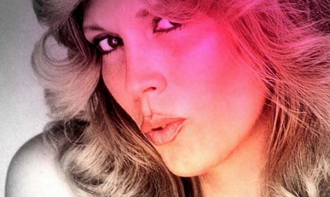 Amanda Lear wczoraj i dziś. Królowej disco z botoksem jest do twarzy [ZDJĘCIA]