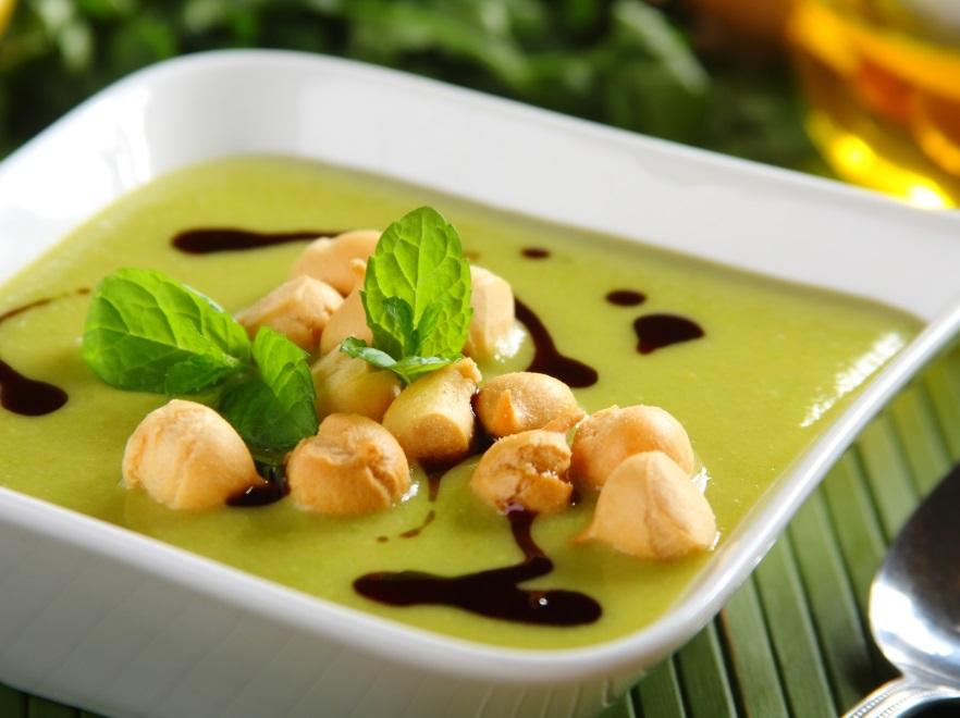 Zupa krem z zielonego groszku z miętą