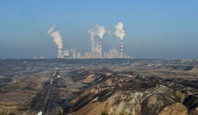 Elektrownia Bełchatów widziana z punktu widokowego w Kleszczowie