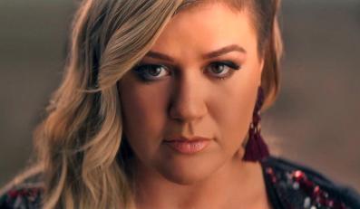 """Kelly Clarkson przedstawia klip do """"Invincible"""""""