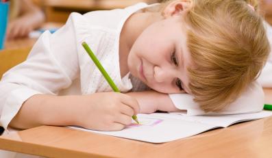 Dziecko odrabia lekcje