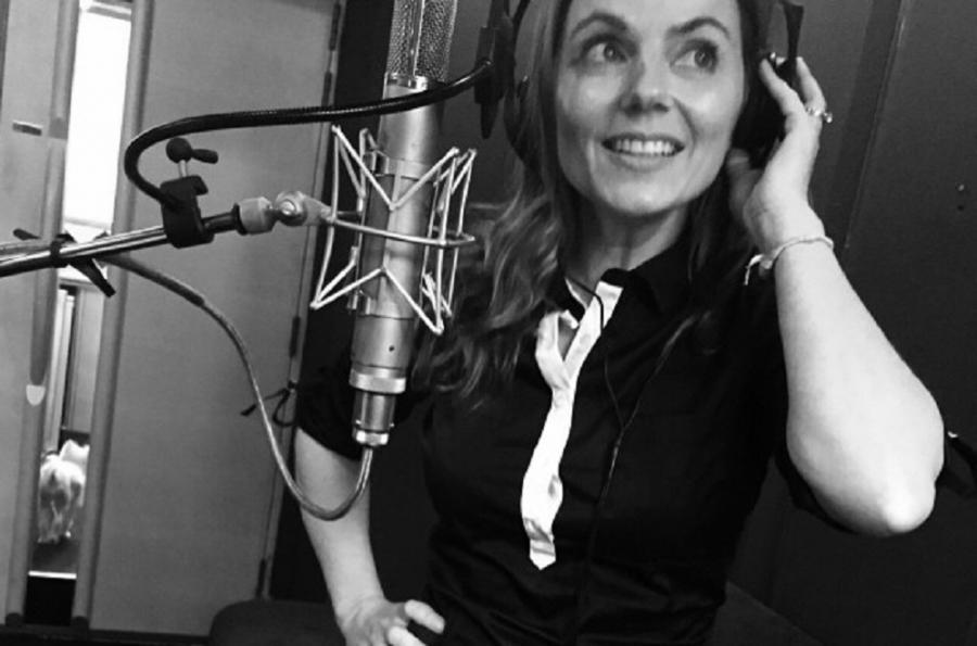 Geri Halliwell zadowolona w studiu