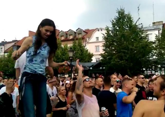 Sobota rozpoczęła się DJ setami na Rynku Starego miasta, lecz niestety w połowie dnia zabawę pokrzyżowała potężna ulewa.