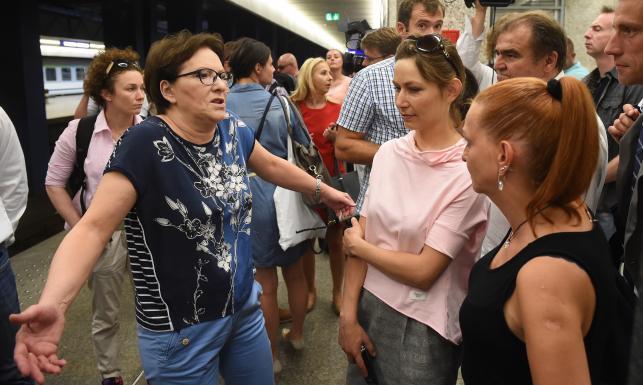 Szczurek, pies i dzieci. Tak Ewa Kopacz jechała pociągiem do Wielkopolski