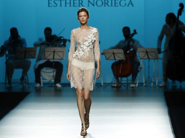 Pokaz kolekcji Esther Noriega na hiszpańskim tygodniu mody
